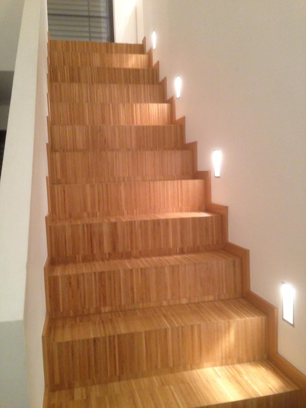 escaliers gamme de parquets rev tements de sol bois vinyle. Black Bedroom Furniture Sets. Home Design Ideas